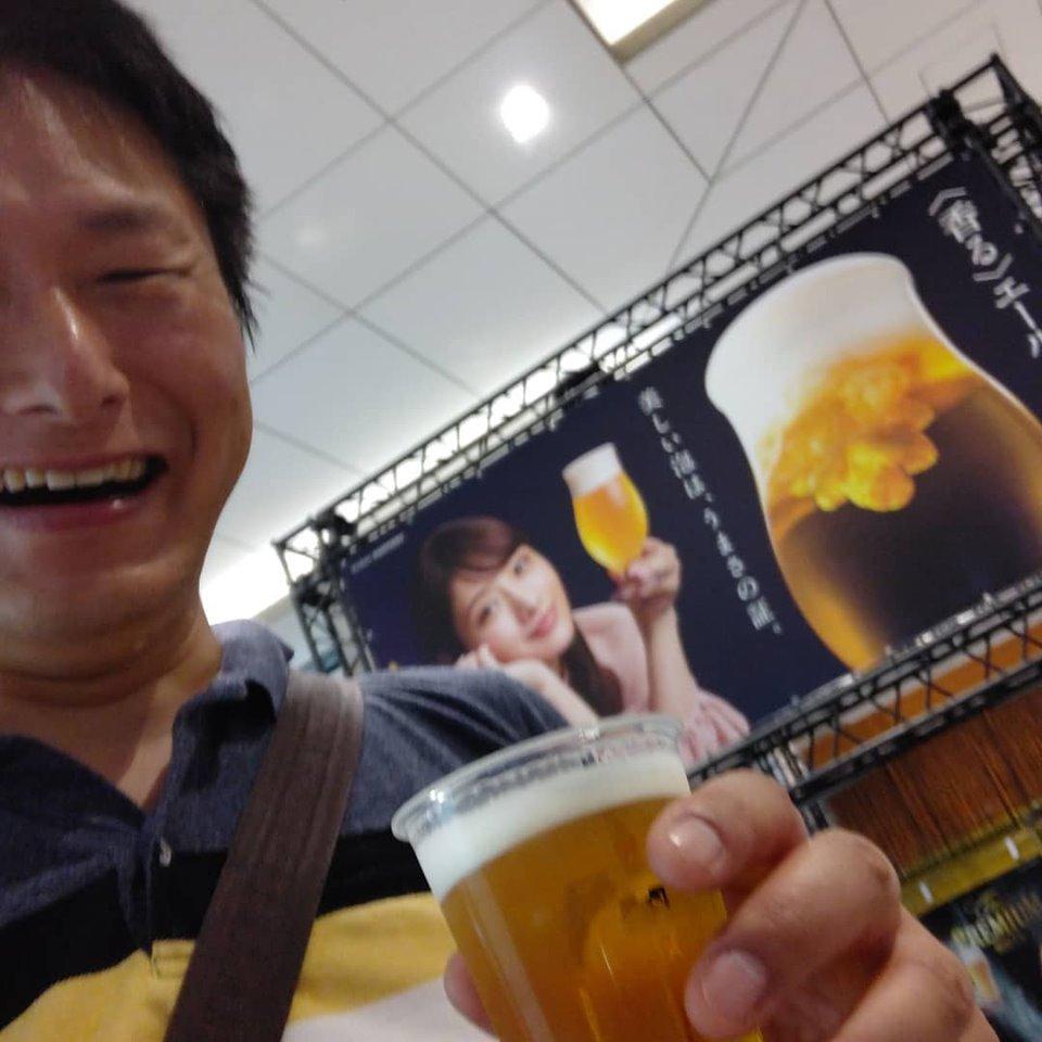 内橋康彦ビール飲む