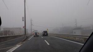 霧でライト付けないやつは免停